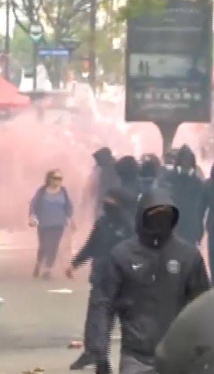 Першотравневі демонстрації в Парижі переросли в жорсткі сутички з поліцією
