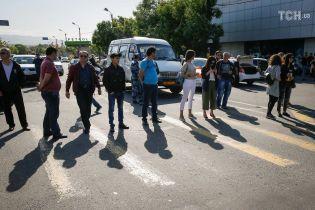 В Армении началась акция неповиновения - люди уже заблокировали дорогу в аэропорт