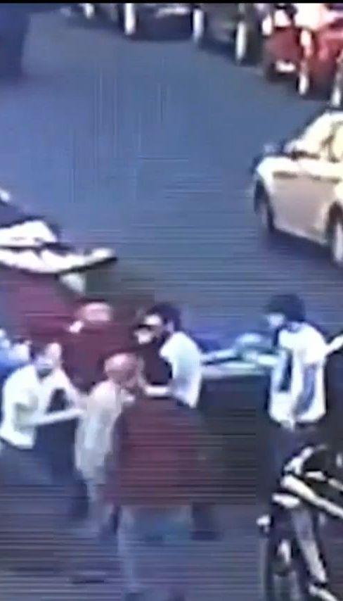 З'явилося нове відео побиття депутата Мустафи Найєма