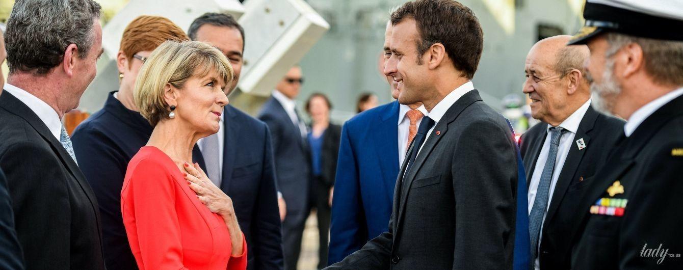 В красном платье и на каблуках: министр иностранных дел Австралии встретилась с Макроном