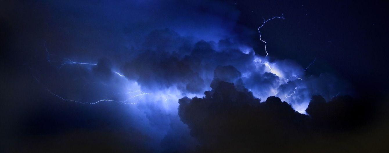 Сильный ветер, гроза и дожди. Синоптики предупредили об ухудшении погоды в течение нескольких часов