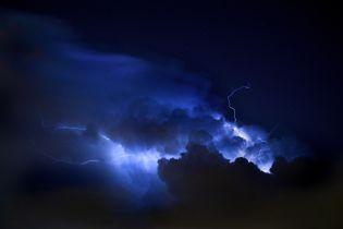 На Запорожье трое человек пострадали от ударов молнии