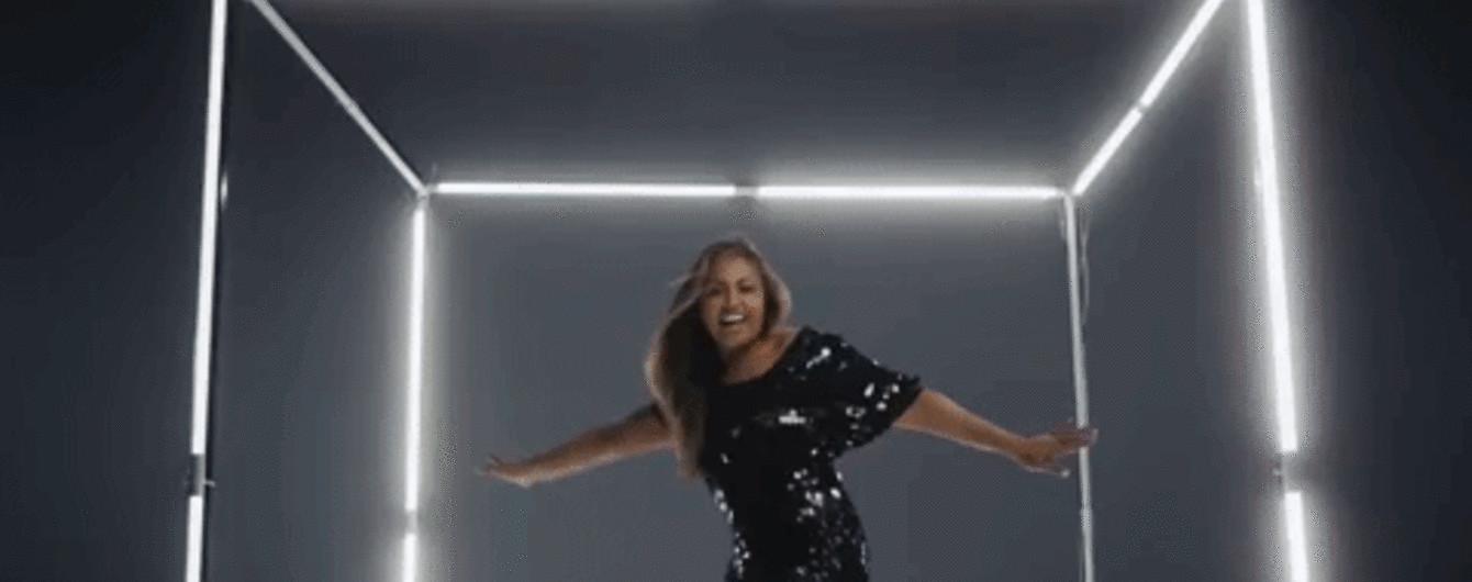 """Красотка в стильных нарядах: представительница Австралии на """"Евровидении-2018"""""""