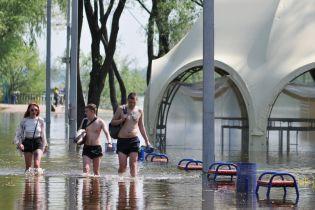 Десна вышла из берегов. В Чернигове затопило городской пляж