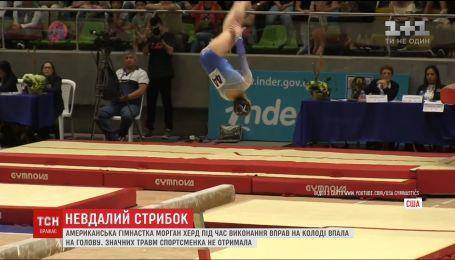 Гимнастка упала на голову во время прыжка на престижном соревновании