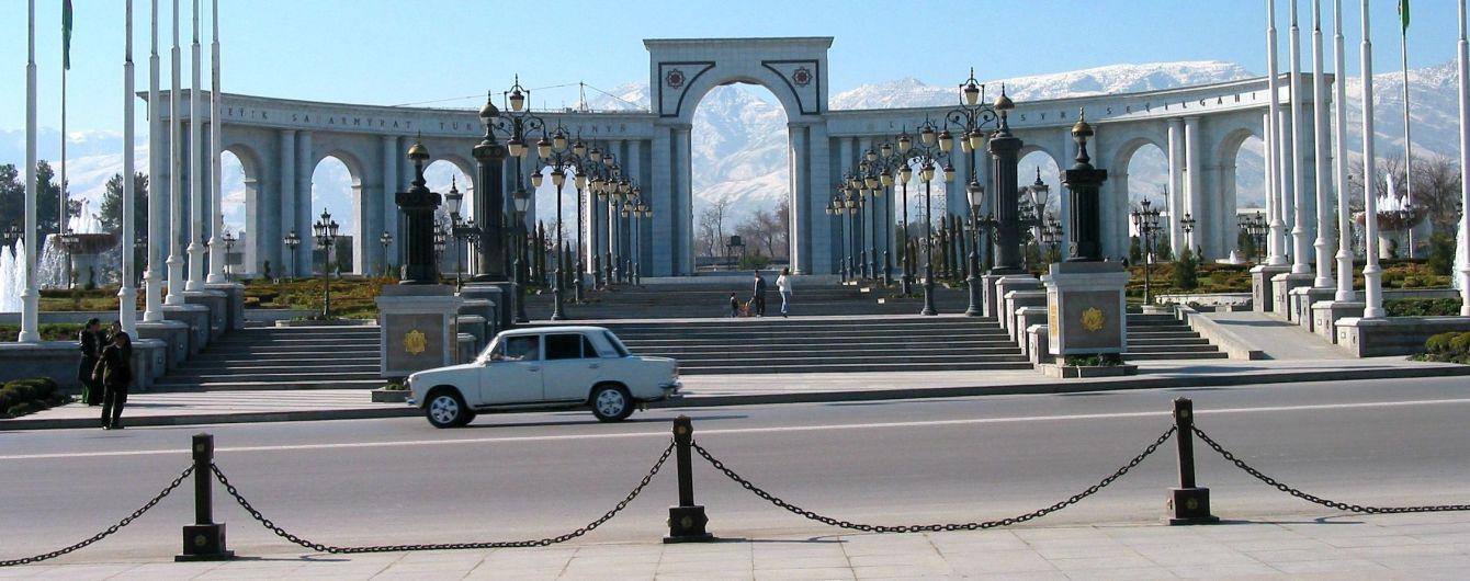 Диктатура белых машин: в Туркменистане запретили цветные автомобили