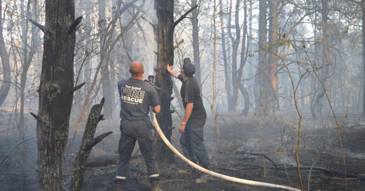 Пожар в лесу вблизи военных складов в Гончаровске Черниговской области @ ГСЧС Украины