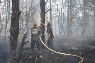 В Украине до сих пор полностью не потушили пожары возле двух военных складов: в Балаклее слышны взрывы