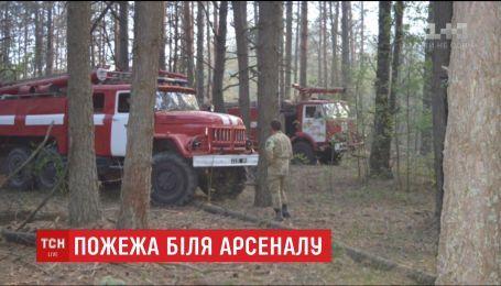На Чернігівщині другу добу гасять займання поблизу військових складів у Гончарівську
