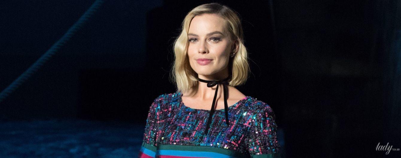 В блестящем мини: Марго Робби среди звездных гостей шоу Chanel