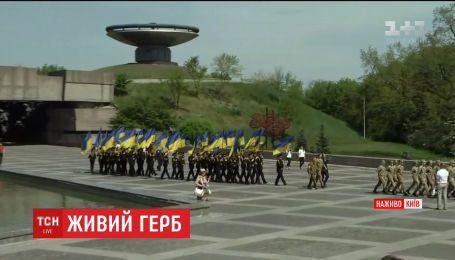Возле Музея войны в столице военные и кадеты готовились ко Дню памяти и примирения