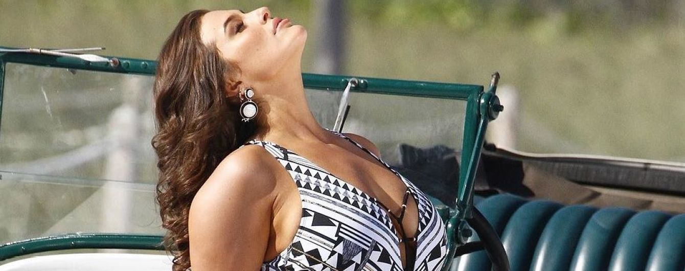 В эффектном купальнике и без фотошопа: Эшли Грэм показала свою истинную фигуру