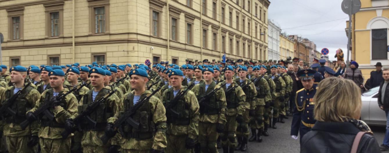 У Петербурзі раптово почали репетицію параду до 9 травня, щоб завадити акціям протесту