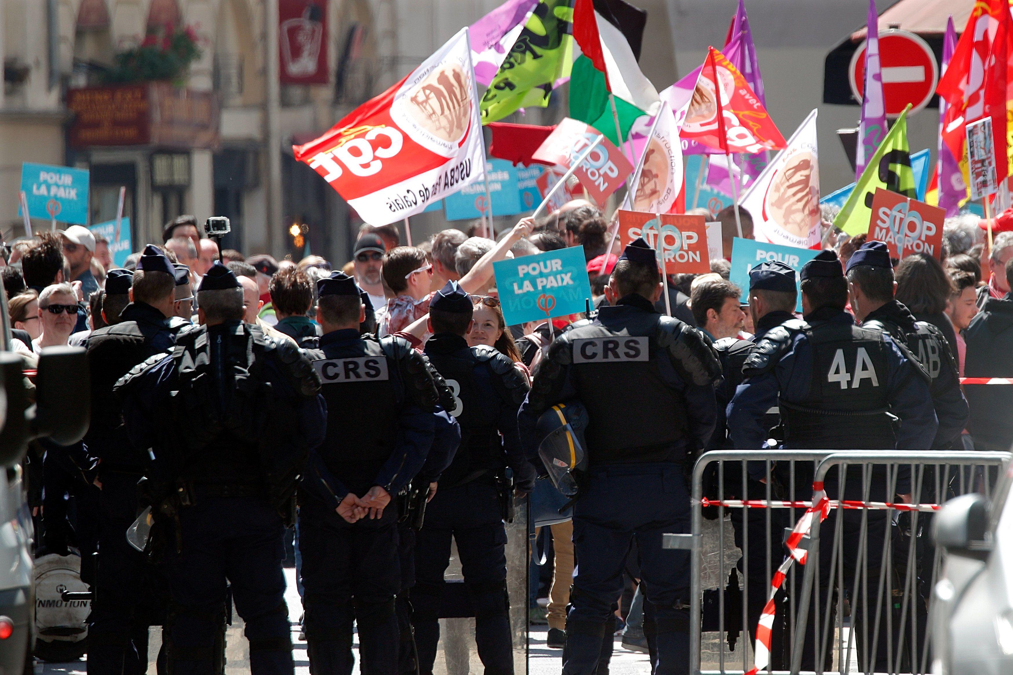 Акції проти Макрона у Франції
