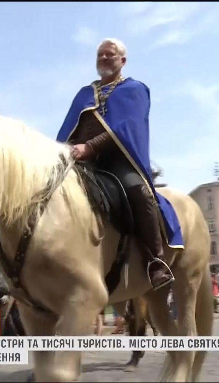 Музика, танці та казкові герої: львів'яни святкують День міста