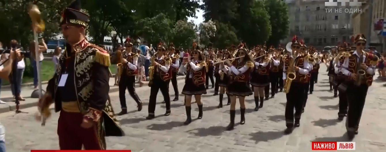 Карнавальний хід і 3-поверхова кава: Львів барвисто відсвяткував день міста