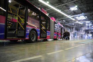 Секонд-хенд или ставка на свое. Как в украинских городах решают проблему с общественным транспортом