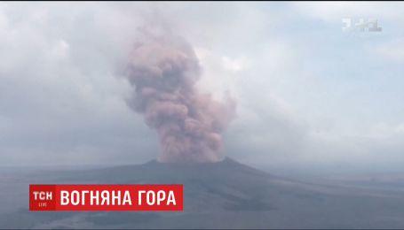 Самый активный на планете вулкан Килауэа пыхтит розовым дымом и пугает местных