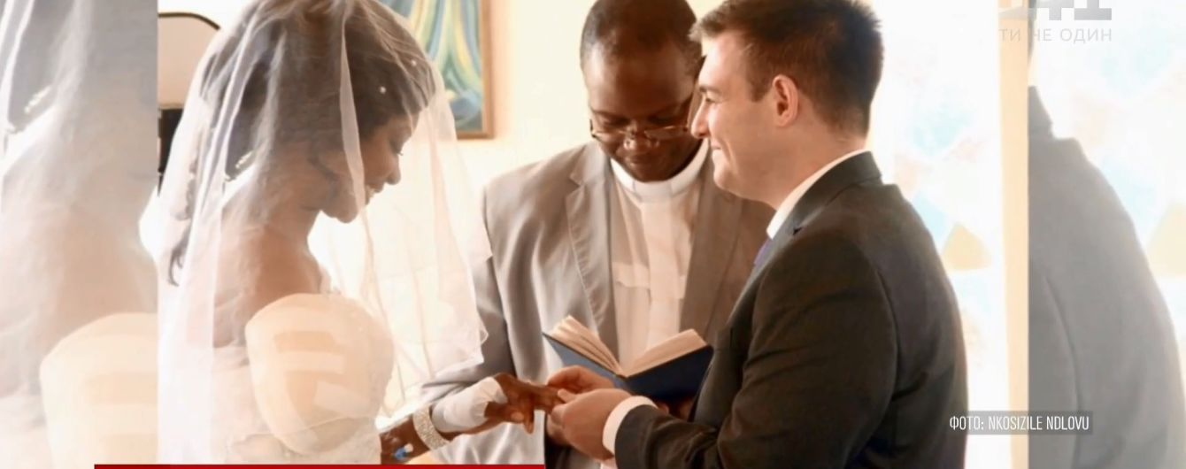 В Африке влюбленные поженились в больнице после нападения крокодила