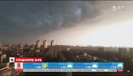 Гроза, ветер, похолодание: по Украине прошлась внезапная непогода