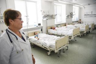Сотні дітей отруїлись в українських містах. Нові версії загадкових подій