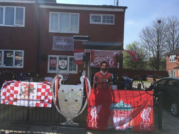 Фанатка Ліверпуля прикрасила свій дім_3