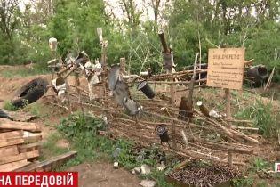 Морпіхи біля Азова відгородилися від бойовиків парканом із осколків крупнокаліберних снарядів