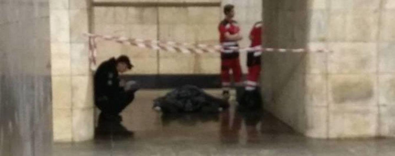 У столичному метро виявили тіло чоловіка