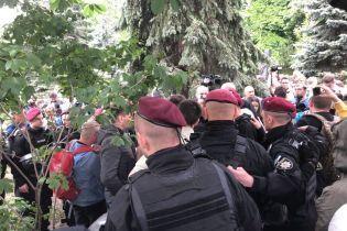 9 мая в Киеве: между активистами началась потасовка