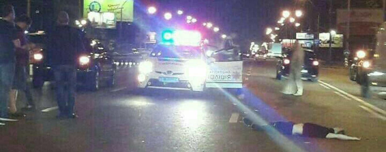 У Києві пішохода збило на смерть авто, коли він перебігав 8-смугову дорогу