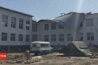 На Сумщине ветер сорвал кровлю с только что отремонтированной школы