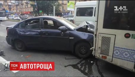У Запоріжжі п'яний водій спровокував ДТП за участю десятка автівок
