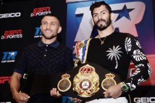 Ломаченко та Лінарес провели дуель поглядів перед супербоєм