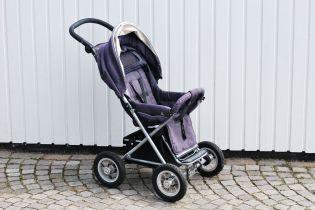 На Закарпатье бетонный столб раздавил коляску с полуторагодовалым ребенком