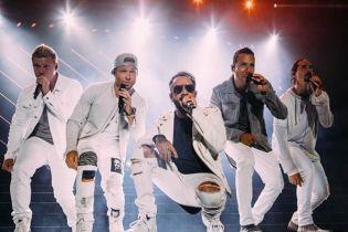 Кумиры 90-х Backstreet Boys выступили в образах Spice Girls