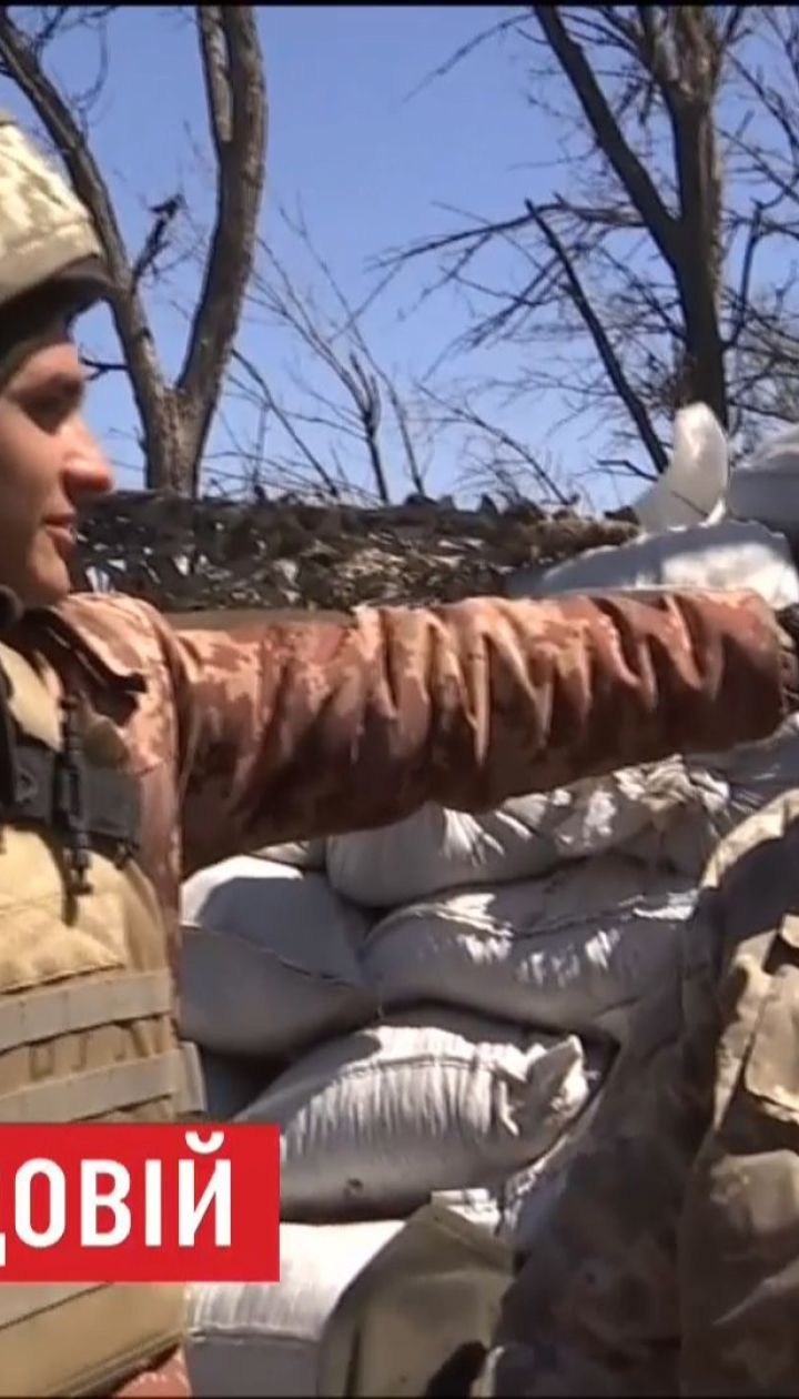 Українські вояки на огляд окупантам виставляють манекена-приманку Петра