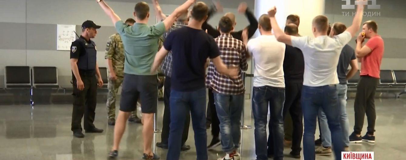 """В """"Борисполе"""" прошли учения силовиков на случай фанатских беспорядков в финале Лиги чемпионов"""