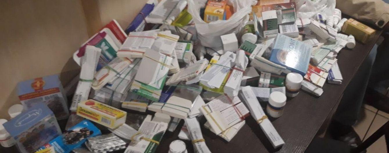 """Українець на собі намагався перевезти до """"ДНР"""" майже 300 упаковок ліків"""