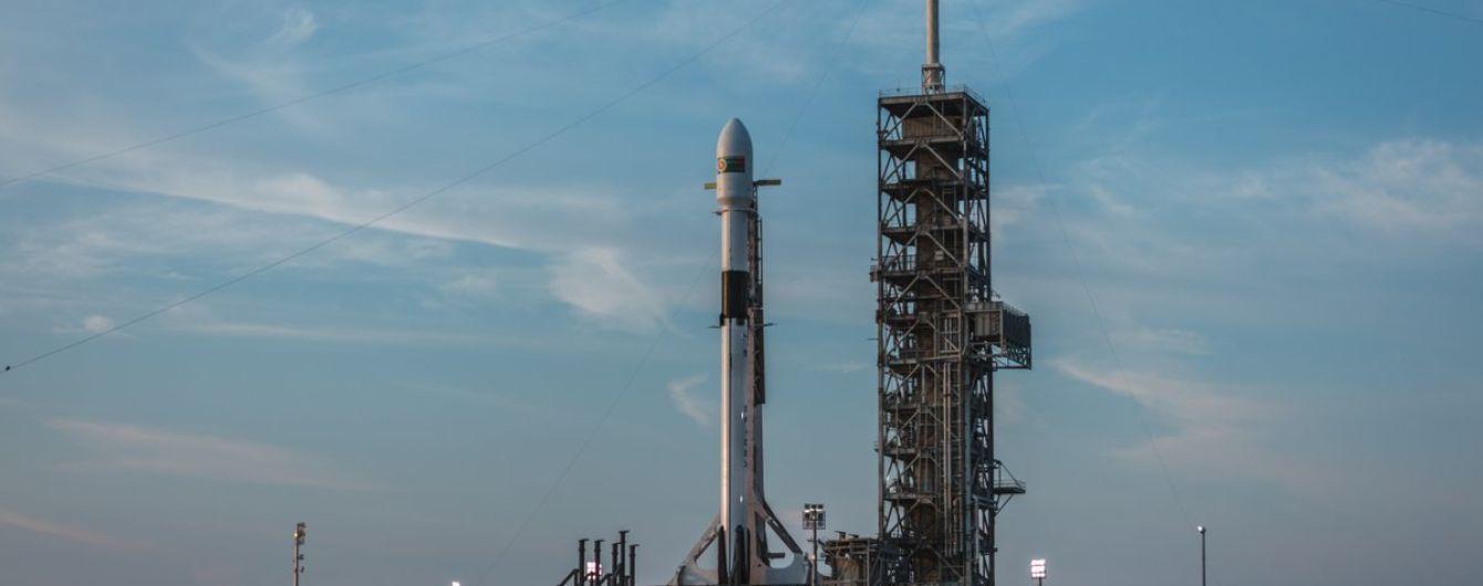 """SpaceX Илона Маска не смогла запустить ракету с """"исторической миссией"""""""