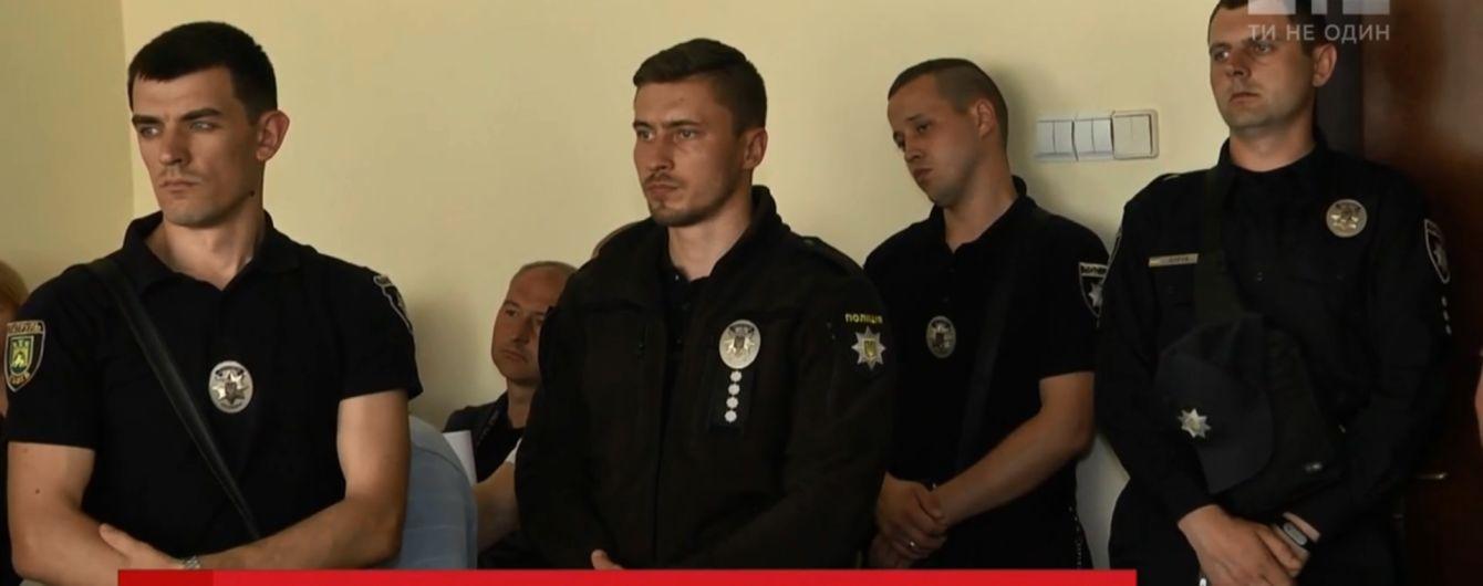 Задохнулся каннабисом: отстраненные львовские патрульные отрицают вину в смерти задерживаемого