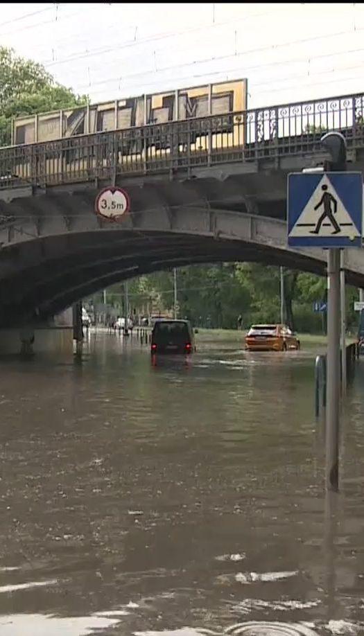 У Польщі сильні зливи спричинили транспортний колапс