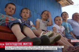 День матері: більше 10 дітей та півсотні онуків – як живуть багатодітні сім'ї на Рівненщині