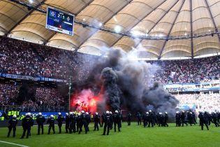Фанаты немецкого клуба едва не сожгли газон после последнего матча в Бундеслиге