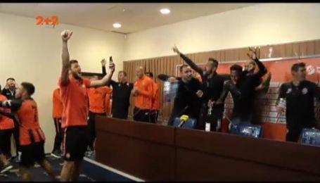 Танці, співи і шампанське: як Шахтар святкував чемпіонство