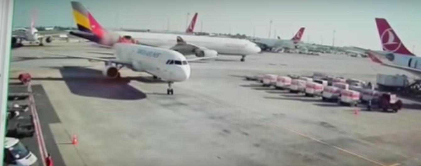 У Туреччині зіткнулися два літаки