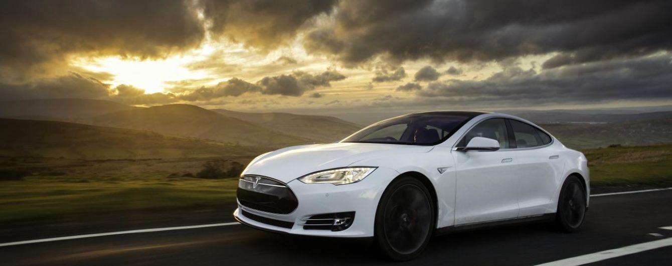 Авария  с участием Tesla Model S закончилась пожаром