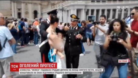 """Полуобнаженная активистка """"Фемен"""" кормила ребенка грудью в Ватикане"""