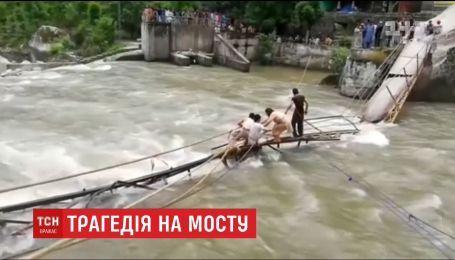 Семеро туристов погибли на мосту в Пакистане