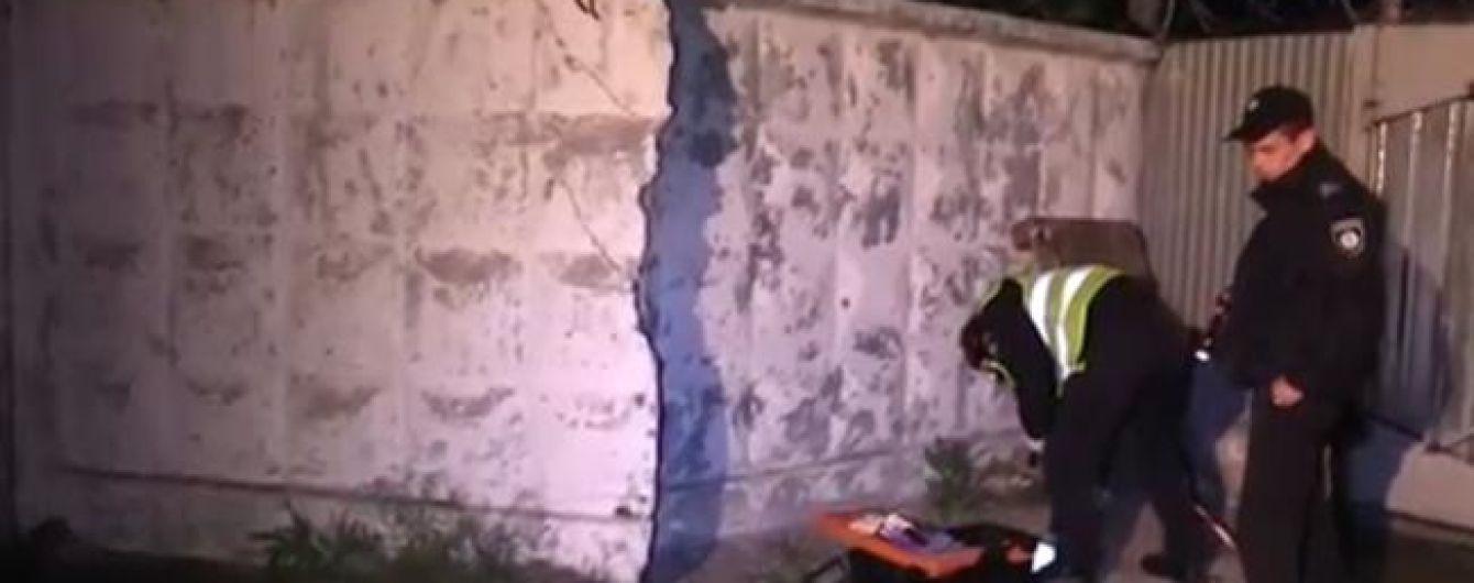 У Києві на території промзони стався вибух: є постраждалі