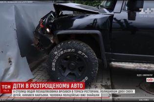 Полиция нашла водителя джипа, который влетел в киевский ресторан